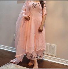 Punjabi Suits Party Wear, Party Wear Indian Dresses, Designer Party Wear Dresses, Indian Fashion Dresses, Dress Indian Style, Indian Designer Outfits, Patiala Suit Designs, Kurta Designs Women, Kurti Designs Party Wear