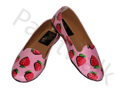 Now buy these stylish hand-painted bellies at a reasonable price from the house Of PAINT WALK. These bellies are highly comfortable to wear with a good quality sole and can be paired up with any of your outfits(perfect casual bellies for girls). The product is 100% original with best quality acryllic paints used to increase the longevity of the product and a coat of varnish is applied to enhance the look and durability.A perfect gift for her for every occassion.