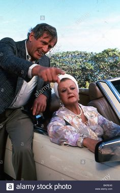 MURDER SHE WROTE (TV) ANGELA LANSBURY as Jessica and Len Cariou as Michael Hagarty. Stock Photo British Actresses, Actors & Actresses, Detective, Mystery Tv Shows, Murder Most Foul, Michael J Fox, Angela Lansbury, Maggie Smith, Judi Dench