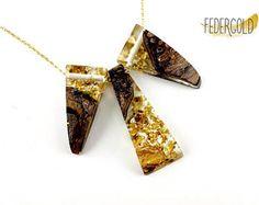 Geometrische Statement Harz Holz Halskette mit Goldflakes
