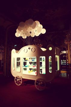 Zoo Retail Pop Up Carriage.
