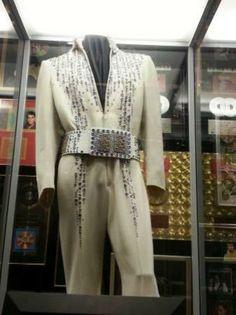 Graceland: Elvis Suit