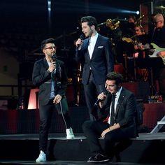 Repost ilvolomundialoficial  @ilvolomusic by Dino Borelli #Palamaggiò #caserta #ilvolotour2016 #italia #grazieperlacondivisione  #ilvoloversdelmundo #ilvolomundialoficial #photoset https://www.facebook.com/dino.borelli?fref=ts