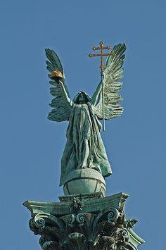 Archangel Gabriel <3 Statue of Archangel Gabriel on Column in Heroes Square
