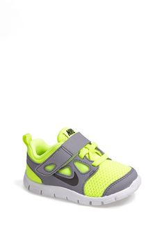 Nike 'Free Run Sneaker (Baby, Walker & Toddler) available at (para mi amor chiquitito) Nike Shoes Cheap, Nike Free Shoes, Nike Shoes Outlet, Running Shoes Nike, Cheap Nike, Baby Boy Shoes, Boys Shoes, Baby Boy Outfits, Nike Outfits