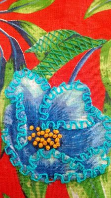 Ateliê By Karen Kessler: Agosto 2016 Jacobean Embroidery, Creative Embroidery, Hand Embroidery Designs, Vintage Embroidery, Embroidery Applique, Cross Stitch Embroidery, Fabric Art, Fabric Decor, A Level Textiles