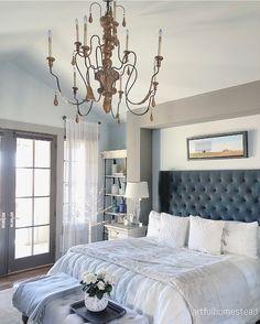 Christmas Bedroom Decor - more on Home Bunch blog