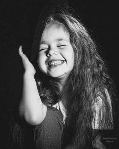 """O sorriso é o termômetro da vida. Smiling People, Happy People, Smiling Faces, Just Smile, Smile Face, Always Smile, Cute Kids Photography, Portrait Photography, Cute Baby Pictures"