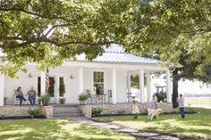 Modern farmhouse exterior design ideas (44)