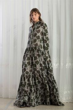 Christian Wijnants Pre-Fall 2018 Fashion Show Collection: See the complete Christian Wijnants Pre-Fall 2018 collection. Look 9 Modest Fashion, Skirt Fashion, Hijab Fashion, Fashion News, Boho Fashion, Fashion Dresses, Womens Fashion, Fashion Top, Christian Wijnants