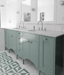 Bilderesultat for baderomsmøbler klassisk
