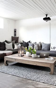 40 Genius Coffee Table Ideas To Copy | http://art.ekstrax.com/2015/11/genius-coffee-table-ideas-to-copy.html