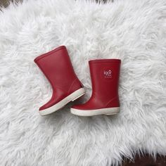 Red Rubber Rainboots Kids Toddler 6 Igor Brand Res Rubber Rainboots by Igor, purchased at Nordstrom. Retail for $46. Back reflective tab is coming off but otherwise there is no damage. So much life left! These boots are awesome. Igor Shoes Winter & Rain Boots