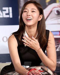 Chae Soo Bin (채수빈) Chae Soobin, Korean Actresses, Girl Crushes, Korean Girl, Asian Beauty, Beautiful Women, Singer, Model, Actresses