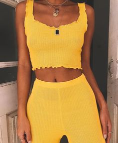 Trendy how to wear yellow top street styles 64 ideas Street Style Vintage, Top Street Style, Street Styles, Mellow Yellow, Yellow Top, Yellow Lace, Hipster, Outfit Goals, Look Cool