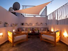 Small house in medina - Marrakech Realty Rooftop Terrace Design, Terrace Garden, Outdoor Rooms, Outdoor Living, Terrasse Design, Casa Patio, Living Room Designs, New Homes, House Design