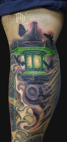 Added this fun Japanese Lantern tattoo In a filler spot on a leg piece Ive been workin on. Nerdy Tattoos, Cool Tattoos, Tatoos, Crazy Tattoos, Amazing Tattoos, Band Tattoo, I Tattoo, Lantern Tattoo, Tattoo Foto
