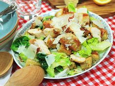 Donal Skehans caesarsallad | Recept från Köket.se Cobb Salad, Potato Salad, Bacon, Good Food, Potatoes, Ethnic Recipes, Potato, Healthy Meals, Eating Well