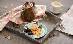 Knusprige Nussecken mit Schokolade