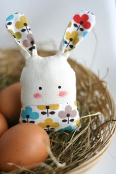 "Lucky Bunny :) from enFant design - DaWanda: Glücksbringer Hasi "" Tai "" bunt . Lucky Bunny 🙂 from enFant design – DaWanda: Glücksbringer Hasi "" Tai "" bunt /natur Softies, Plushies, Easter Crafts, Felt Crafts, Fabric Crafts, Diy Crafts, Sewing Toys, Sewing Crafts, Sewing Projects"