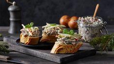 Zobacz, jak wykorzystać upieczoną kaczkę do przygotowania rillettes! To pyszny dodatek do kanapek, a przepis znajdziesz w Kuchni Lidla.