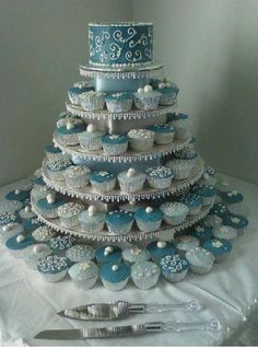 Love the idea of cupcakes, with a small cake to keep it traditional for bride and groom to cut