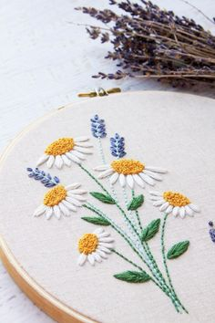 This I Love Us Free Floral Embroidery Pattern is so perfect to make for a loved one! It is a great free design for beginner or expert stitchers! Floral Embroidery Patterns, Embroidery Flowers Pattern, Embroidery Hoop Art, Hand Embroidery Designs, Sweater Embroidery, Pattern Flower, Indian Embroidery, Paisley Pattern, Bordado Floral