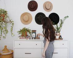 Decorar la pared con sombreros ¿si o no? : via La Garbatella