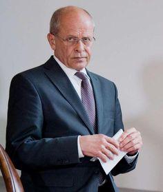 Berthold Huber, kommissarischer VW-Aufsichtsratsvorsitzender, kommt in die Niedersächsische Staatskanzlei in Hannover (Niedersachsen) zu einem Pressestatement - Piëchs letzte Schlacht: So verlor er den Machtkampf bei VW http://www.bild.de/geld/wirtschaft/volkswagen/so-verlor-er-den-machtkampf-bei-vw-40704554.bild.html