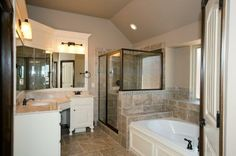 Large, luxurious bathroom - NW OKC/Edmond Home for Sale - 6217NW 156th St. | New home by Westpoint Homes
