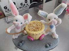 Lindo cositas Cake Topper Tutorial, Cake Toppers, Bunny Crafts, Easter Crafts, Decoupage Jars, Cute Clay, Clay Figures, Pasta Flexible, Polymer Clay Projects