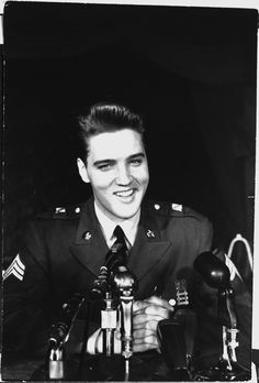 It was announced that Presley had received his full Sergeant stripes. | 21 Unbelievable Candid Photographs Of Elvis Presley In The Army