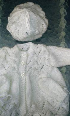 9f5fa81664ca Layette fait main prématurée fille, manteau, bonnet, moufles Faire Soi  Meme, Fait