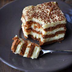 Un desert exceptional, usor de facut, este delicata Prajitura cu biscuiti de cacao si crema de lichior. Cel mai bine este sa o pastram 24
