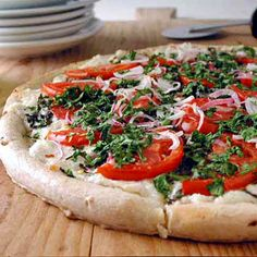 White Pizza is my favorite! Ricotta, Parmesan, and mozzarella are the three cheeses highlighted in this meatless pizza. A packaged pizza crust makes it an easy choice for busy weeknights. White Pizza Recipes, Cheese Recipes, Dinner Recipes, Clean Eating Diet, Clean Eating Recipes, Cooking Recipes, Think Food, I Love Food, Pizza Stromboli