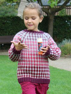 FOLKE  Design og foto: Stine Hoelgaard Johansen Klassisk skandinavisk strik til børn, drenge og piger. Opskriften kan fås i str. 2 -14 år, dansk Kan købes her http://stinesvarehus.bigcartel.com/   Instagram: stinehoelgaard