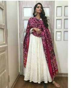 We came across a photo of Sonam Kapoor on social media in which she looks stunning in a white outfit with intricate embroidery. Sonam has paired it with a magenta colored dupatta; soft curls and statement earrings completed her look. Indian Wedding Outfits, Pakistani Outfits, Indian Outfits, Indian Clothes, Wedding Dress, Indian Gowns Dresses, Indian Fashion Dresses, India Fashion, Indian Attire