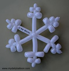 """Party kids love balloon animals. How 'bout balloon snowflakes?! Love it. Saving for """"Parties by Erin"""", my pal who dresses like Elsa AND Anna at childrens' parties - simply the best in affordable kids entertainment."""