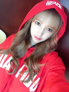 """[TRANS] 170211 ChengXiao's Personal Weibo Update  """"元宵节一起吃元宵吧~要记得今晚守着电视看直播呢~ ♥  """"  Lantern Festival, let's eat YuanXiao (Glutinous rice flour balls with sweet fillings) together~ remember to tune into the live broadcast tonight~ ♥  """"cr: wjsndaily  © please..."""