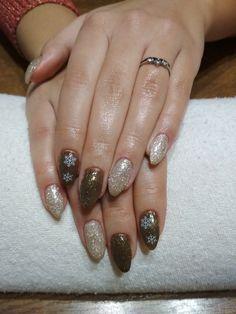 gold-brown gel, white flakes, glitter gel