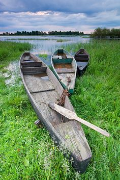 Łoje-Awissa, Biebrza Valley, Poland by Paul Dabrowski Old Boats, Small Boats, Shallow Water Boats, Beautiful World, Beautiful Places, Utility Boat, Poland Travel, Float Your Boat, Canoe And Kayak