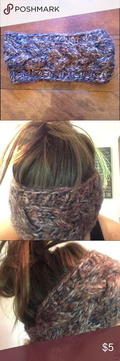 Dark Multicolored Headband Brown/navy blue/cream/gray colored. Looks and feels a little scratchy but is actually super comfortable and warm! Had a stick-on GAP sticker but fell off in washer 😔 GAP Accessories Hair Accessories