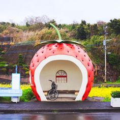 Strawberry Bus Stop Japan - Hello Sandwich