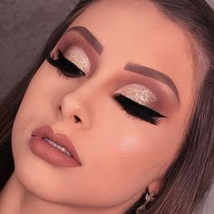 These makeup ideas are so cute and would make you feel much better than before. Gold Eye Makeup, Edgy Makeup, Makeup Eye Looks, Unique Makeup, Nude Makeup, Makeup Goals, Gorgeous Makeup, Skin Makeup, Eyeshadow Makeup