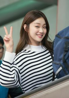 Find images and videos about model, actress and lee sung kyung on We Heart It - the app to get lost in what you love. Lee Sung Kyung Fashion, Nam Joo Hyuk Lee Sung Kyung, Korean Actresses, Korean Actors, Ulzzang Fashion, Korean Fashion, Weightlifting Fairy Kim Bok Joo Wallpapers, Korean Celebrities, Celebs