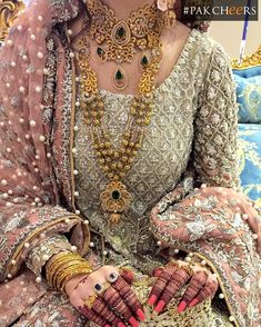 bridal sets & bridesmaid jewelry sets – a complete bridal look Pakistani Bridal Jewelry, Pakistani Wedding Dresses, Indian Bridal, Walima Dress, Bridal Jewellery, Bridal Lehenga, Wedding Jewelry, Bridal Looks, Bridal Style