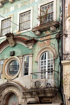 Porto, Portugal http://wetravelandblog.com #travel #travelphotography #architechture