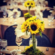 A splash of color at a formal dinner in Wheeler Hall. #colbysawyercollege #colbysawyerfunctions #corporateevents #wedding #alumnifallfestival #thinkoutsidetheclass