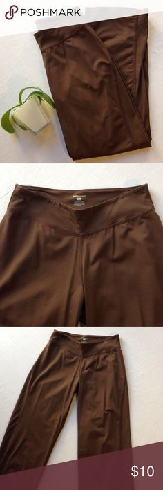 p a t a g o n i a   p a n t s Cropped brown, loose fitting Patagonia pants. Size XS, in great condition. More pictures available upon request. Patagonia Pants