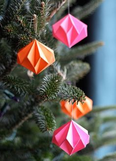 Handmade Holiday: 14 DIY Origami Ornaments, DIY and Crafts, Looking to get crafty? Here are 14 cool origami projects you can hang on your tree, use to make garland, or deck out your mantel. Origami Christmas Ornament, Origami Ornaments, Paper Ornaments, Christmas Tree Ornaments, Origami Xmas Decorations, Xmas Trees, Ornaments Ideas, Origami Garland, Diy Christmas Tree Decorations
